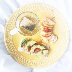 Morning! Ontbijtje is van een paar dagen terug. Vandaag kom ik helaas niet verder dan een beschuitje 🤒😷 #notmybestday