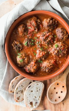 Smoky Spanish Meatballs This beautiful dish comes together very quickly an in only one pot. Kids will love dipping their meatballs in the fragrant and smokey tomato sauce and then mopping up any leftovers with some fresh crusty bread. Tapas Recipes, Healthy Recipes, Meatball Recipes, Beef Recipes, Cooking Recipes, Tapas Food, Tapas Ideas, Food Food, Tapas Dinner