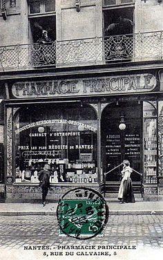 History Of Pharmacy, Boutique, Brittany France, Shop Fronts, Antique Lighting, Paris, Vintage Advertisements, Old Photos, Vintage Shops