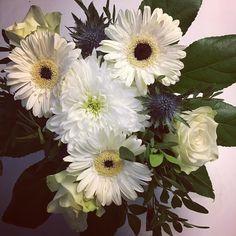 Kukkakimppulöytö lähikaupasta: vain 4 euroa #flowers #flowerbucket #kukka #kukkakimppu #instaflower #decor