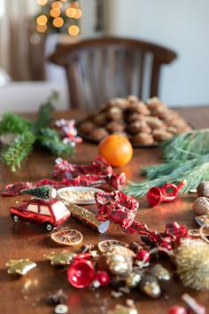 The Greek Christmas cookies Melomakarona are crunchy outside, juicy from honey inside and filled with crunched walnuts. Greek Christmas, Before Christmas, Christmas Traditions, Christmas Recipes, Melomakarona Recipe, Traditional Christmas Cookies, Honey Syrup, Christmas Preparation, I Am Amazing