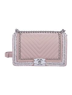 170521d1c7 #CHANEL | From the Fall 2017 Collection. Chanel 2017 Medium Boy Bag