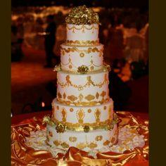 Marie Antoinette inspired cake #marieantoinette #letthemeatcake #gold #weddingcake #royal #vintage #yummy #jezboutiquecakes