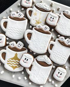 christmas cookies fondant Weihnachtspltzchen Hot chocolate cookies - Recipe ideas, etc. Cocoa Cookies, Hot Chocolate Cookies, Chocolate Cookie Recipes, Iced Cookies, Chocolate Roll, Chocolate Chips, Cookies Fondant, Royal Icing Cookies, Decorated Cookies