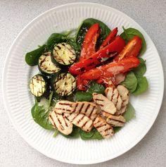 5 NEMME OG SUNDE SOMMERRETTER | Sundhedsjagten | Salat med grillede grøntsager, kylling og parmesan – når der skal fyres op i grillen!