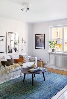 Ultra cosy : combiner grand tapis fin et coussins / de la douceur.