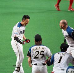 日本シリーズ日本ハム対広島第5戦 9回、日本ハム・西川遥輝がサヨナラ満塁本塁打を放つ=27日、札幌ドーム(撮影・矢島康弘)