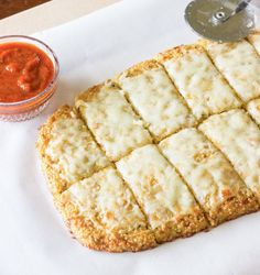 Interesting, Quinoa Crust for Pizza or Cheesy Garlic 'Bread' ~ This recipe is innovation. Quinoa crust can be used for pizza or cheesy garlic 'bread' as an alternative for traditional dough. I Love Food, Good Food, Yummy Food, Gluten Free Recipes, Vegetarian Recipes, Healthy Recipes, Vegetarian Italian, Carrot Recipes, Fodmap Recipes