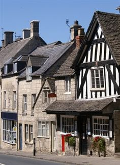 Painswick, is known as the 'Queen of the Cotswolds' built of mellow stone from the local quarry on Painswick Beacon the town's many beautiful buildings are mostly 15th century. Gloucestershire, UK