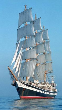 Tall ship approaching NYC harbor                              �