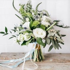 Brides bouquet example (without blue tones and/or ribbons).