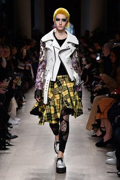 Crazy Runway Fashion, Punk Fashion, Fashion 2017, Fashion Art, High Fashion, Fashion Design, British Punk, Scottish Fashion, Contemporary Fashion
