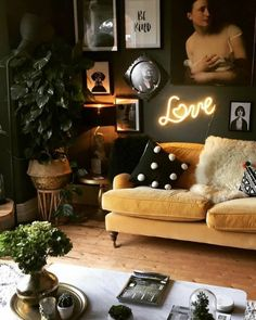 There is a fine balance between maximalist décor and clutter and this eclectic living room has got it spot on. There is a fine balance between maximalist interiors and clutter, so today I'm going to share my tips to help you strike the right balance. Dark Living Rooms, Eclectic Living Room, Eclectic Decor, Home Living Room, Living Room Designs, Living Spaces, Quirky Living Room Ideas, Living Room Decor Boho, Cozy Living Room Warm