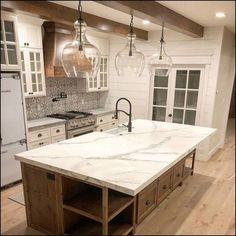 Astonishing Rustic Kitchen Island Design And Decoration Ideas 39 Astonishing Rustic Kitchen Island Design And Decoration Ideas 39 Kitchen Island Decor, Country Kitchen Farmhouse, Modern Farmhouse Kitchens, Home Decor Kitchen, Home Kitchens, Kitchen Ideas, Kitchen Island Countertop Ideas, Kitchen Tables, Kitchen Designs