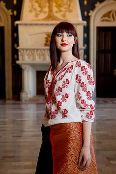 #handmade #romania #brand #unique #fashion #style #colorful #design #flowers #unique #details #online #shop #spring #lablouseroumaine #ie #ieromaneasca #portpopular #art #culture #craftsman #authentic #flowers #embroidery