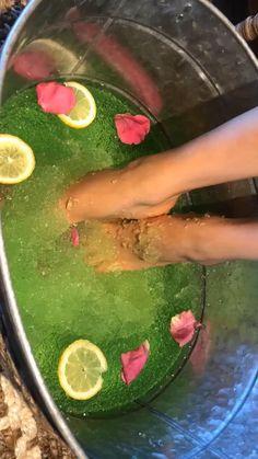 Pedicure Salon Ideas, Manicure Y Pedicure, Jelly Pedicure, Jelly Nails, Nail Salon Design, Salon Interior Design, Acrylic Toe Nails, Natural Bath Bombs, Bath Bomb Gift Sets
