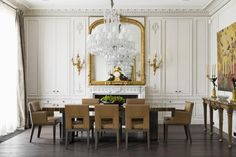 Sala de jantar com espelho Dourado