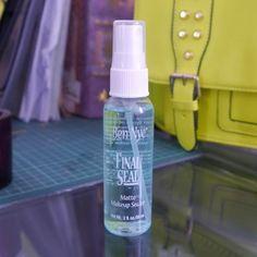 Wenn Du willst, dass Dein Make-up für (fast) immer hält, verwende ein Fixier-Spray. | 41 perfekte Schönheits-Tipps für faule Frauen