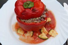 Gefüllte Paprika mit Hackfleisch, Feta und Zucchini, ein leckeres Rezept aus der Kategorie Gemüse. Bewertungen: 142. Durchschnitt: Ø 4,3.