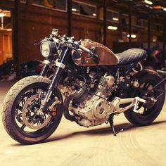 "motorcy-cl: "" From @losperdidos_: Café café. #custombike #caferacersofinstagram #croig #caferacerxxx #bobber #chopper #scrambler #tracker #bikes #brat #motorcycles #instabike #instapic #latepost #follow #caferacers #Ducati #losperdidos #bikesofig..."