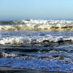 Morning wave. #UncontainedLife #PacificOcean #ExploreNature #waves #oceans #ResponsibleTravel http://ift.tt/1xlmjBc