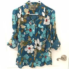 Tommy Bahama Cupro Shirt Floral Teal Tommy Bahama super soft 100% Cupro Shirt Floral Teal, Size XS, excellent condition  Measurements: Bust 18 in, Length 25 in  Tommy Bahama Tops