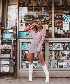 trendy vintage photoshoot poses outfit Source by chloecaitlyn , Fashion Photography Poses, Vintage Photography, Girl Photography, Street Photography, Glamour Photography, Instagram Photos Photography, Photography Ideas, Modeling Photography, Photography Store