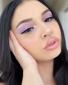 Image in makeup collection by - on We Heart It Edgy Makeup, Makeup Eye Looks, Eye Makeup Art, Colorful Eye Makeup, Cute Makeup, Black Eye Makeup, Party Makeup Looks, Retro Makeup, Simple Eye Makeup