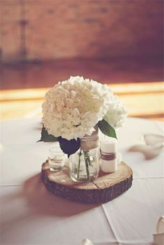 Diy Hydrangea And Wood Round Centerpiece Keeping It Nice Simple Let That Drink Love Hydrangeas But They Need So Much Water