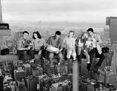 I love this picture of the Friends cast!