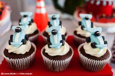 Adriana Gaspar e Marcela Castro Mini Cupcakes, Race Cars, Birthdays, Happy Birthday, Party, Desserts, Food, Gabriel, Running Strollers
