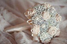 great gatsby table decor | Golden 20s Great Gatsby Wedding Shoot | Weddingomania