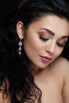 Altın Küpe Modelleri ve Daha Fazlası @altinkaynak'da Sizleri Bekliyor. #Altın #Küpe #Kampanya #Zarafetinkaynağı Insta Image, Diamond Earrings, Stone, Jewelry, Women, Rock, Jewlery, Jewerly, Schmuck