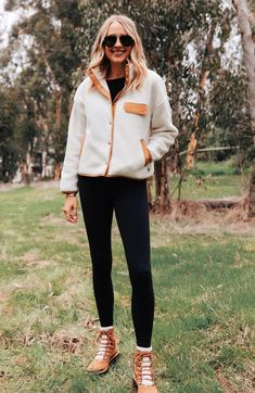 North Face Fleece Jacket, Womens Fleece Jacket, Adventure Outfit, Fashion Jackson, Outdoor Outfit, Fleece Jackets, Women's Jackets, Fall Outfits, Cashmere Sweaters