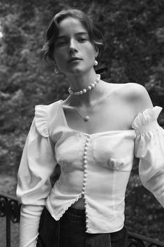 See all the Collection photos from Magda Butrym Spring/Summer 2018 Ready-To-Wear now on British Vogue Fashion Details, Look Fashion, High Fashion, Fashion Show, Fashion Design, Fashion Black, Fashion 2018, Runway Fashion, Womens Fashion