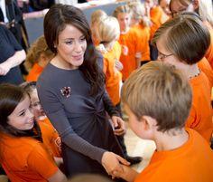 H.K.H Prinsesse Marie, Epilepsiforeningens protektor hilser på sangkor fra Epilepsiforeningen i orange trøjer