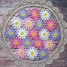Crochet lace doily with cosmos flowers Crochet Lace Edging, Crochet Leaves, Crochet Flower Patterns, Crochet Round, Crochet Flowers, Lace Doilies, Crochet Doilies, Thread Crochet, Crochet Dreamcatcher