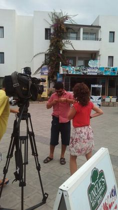 http://fakty.ictv.ua/ua/index/view-media/id/99185  We at TV in Ukraine. All men of Bodrum in reportaje , Bodrum style- pink t-shirts as begonvil !- a symbol of Bodrum- white, blue, pink. Let us show you the Aegean -Bodrum of Turkey! Biz Ukrayna'da TV'de.  Reportajda,ilginc -Butun erkekler pembe tisortlu olarak Bodrumun stili oldu! :-)))Bodrum stili -beyaz- evler gibi, mavi-deniz gibi, pembe -bigonvil gibi. Bodrum-muhtesam bir yer! ‪#‎immortalbodrum‬