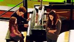 BD2 bts of Edward playing the piano for Nessie & Bella