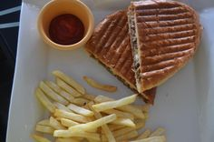 lunchideas We tried out @GETArenaNG's beef sandwich for lunch ...