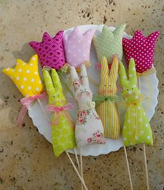 Easter Bunny, also called the Easter Rabbit or Easter Hare, is a folkloric figure and symbol of Easter, representing a rabbit bringing Easter Eggs. Easter Toys, Easter Crafts, Easter Bunny, Diy And Crafts, Crafts For Kids, Fabric Fish, Rabbit Crafts, Diy Ostern, Spring Projects