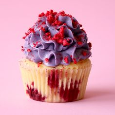 Very Berry Cupcakes For times when basic berry cupcakes aren't satisfying enough. Very Berry Cupcakes For times when basic berry cupcakes aren't satisfying enough. Baking Cupcakes, Cupcake Recipes, Baking Recipes, Dessert Recipes, Frosting Recipes, Cute Desserts, Delicious Desserts, Yummy Food, Tasty