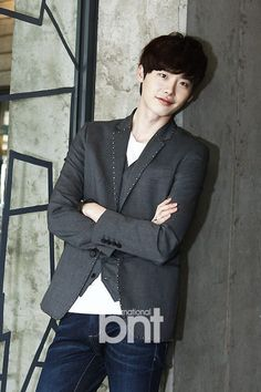 CASTING NEWS: Lee Jong Suk confirmed to co-star with Park Shin Hye in Pinocchio It's official! Lee Jong Suk has signed on to play the lead in the upcoming K-drama Pinocchio alongside Park Shin Hye. It was only a few days ago that Park Shin Hye was confirmed to star in the drama. Now that Lee Jong Suk has joined, this drama just became even more exciting!