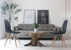 Testando novas disposições na nossa sala de estar.  #rustico #arvore #industrialinterior #decorinspiration #decoração #apartamento #reforma #industrial #scandinaviandesign #decoration #home #nordicdesign #industrialdecor #apartamento051 #cadeira #eames #sofá #quadrosdecorativos #tokstok