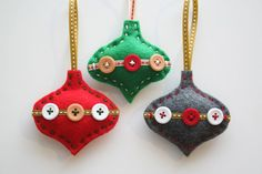 Are you bored with your Christmas tree ornaments? We offer you 20 beautiful felt Christmas ornaments ideas which you can craft by yourself. Felt Christmas Decorations, Christmas Ornaments To Make, Christmas Sewing, Handmade Christmas, Christmas Diy, Christmas Crafts, Christmas Patterns, Tree Decorations, Romantic Decorations