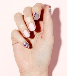 Find out what simple nail art you should choose this summer, according to astrology.