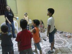 Primeiro Encontro do Clubinho Menino Jesus. Em: 26. Julho. 2014  Local: Comunidade Menino Jesus de Praga Bairro: Nova Cidade - Manaus  Crianças com a Willijane  - IMPF