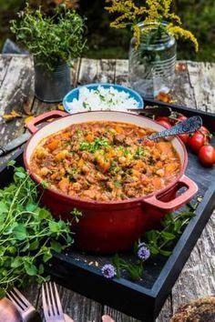Vegetarian stew with lentils, chickpeas and vegetables-Vegetarisk gryta med linser, kikärtor och grönsaker Vegetarian stew with lentils, chickpeas and vegetables - Raw Food Recipes, Veggie Recipes, Healthy Recipes, Vegetarian Stew, Vegetarian Recipes, Lchf, Food Inspiration, Love Food, Food Blogs