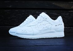Clean monochromatic colorways are all the rage this year, with all red, all white and all black sneakers being wildly popular this year. Asics throws its hat in the game and delivers a pure white pair of Asics Gel Lyte III. A few years back Asics dropped the 'Yin & Yang' pack, but those don't ...