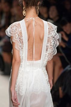 Alberta Ferretti | Spring/Summer 2016 MFW #lace #back